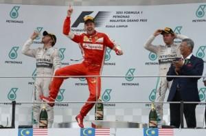 F1: Vettel rikthen veten dhe Ferrarin te fitorja